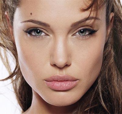 Сексапильная модель всегда славилась томным взглядом роскошных гла