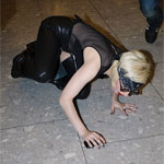 Леди Гага грохнулась со своих копыт (Фото)