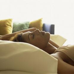Восемь часов сна сделают женщину желаннее