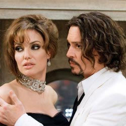 Анджелина Джоли накинулась на Джонни Деппа