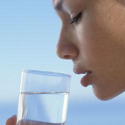 Пить много воды не так уж полезно