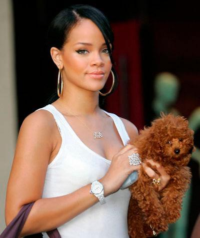 Рианна с собачкой