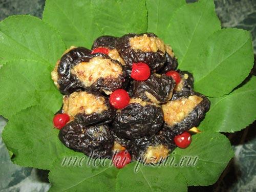 Закуска пикантная Чернослив с орехами. Пошаговый фоторецепт