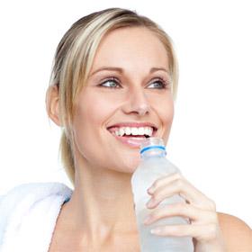 Пить, чтобы стать стройной: 6 правил водного похудения