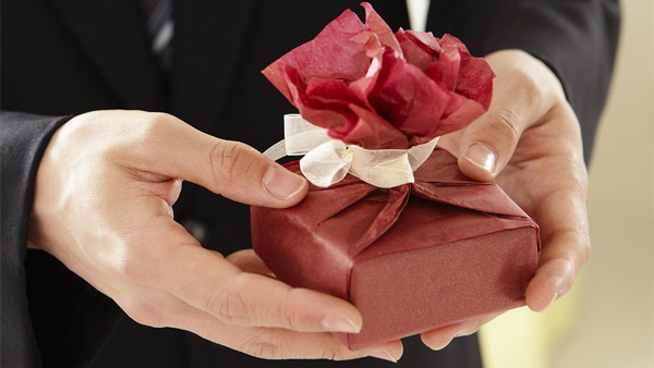 Дарить ли любовнику подарки 187
