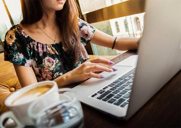 Работа на дому через интернет для девушки как познакомится девушкой на работе