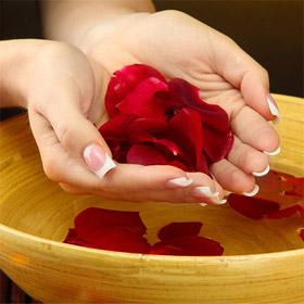 Если слоятся ногти, помогут винные ванночки